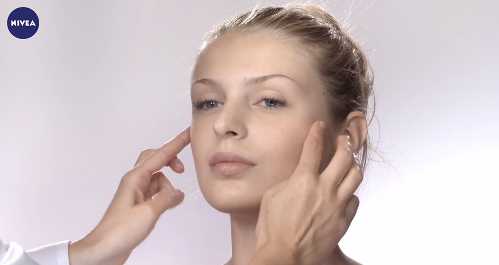 F25 - Tips to apply face cream properly